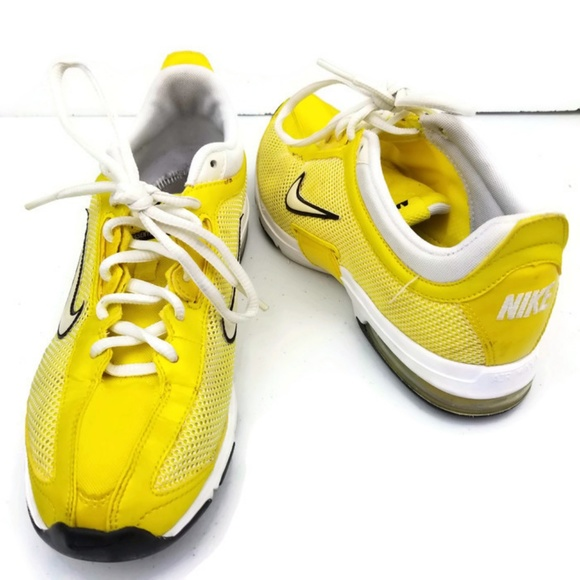 d1b5bfd6622b Nike Air Max Essential Trainers Running Shoes. M 5bf363983e0caa18998559ac